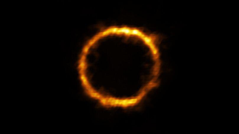 Zniekształcona galaktyka SPT0418-47 w soczewkowaniu grawitacyjnym