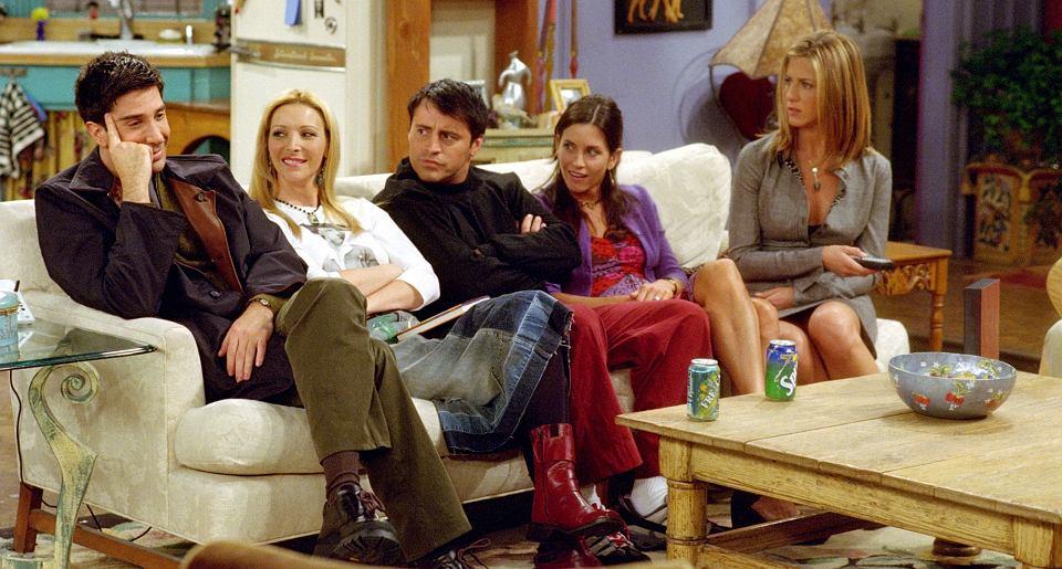Przyjaciele Chandler i Monica zaczynają się umawiać