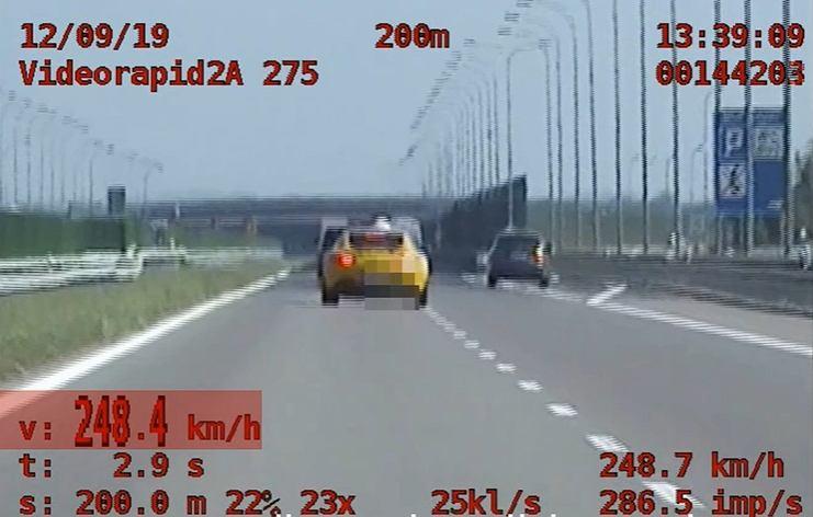 Policjanci z grupy SPEED ukarali kierowcę, który jechał przez A4, rozpędzony do 248 km/h