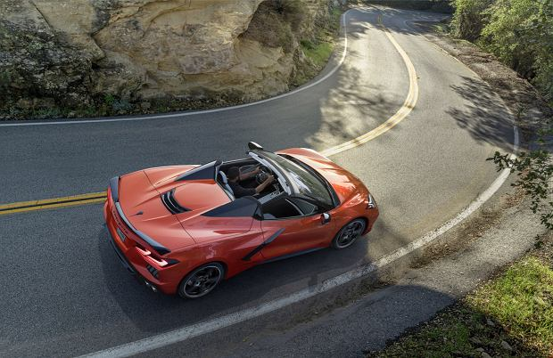 Nowy Chevrolet Corvette zrzuca dach. Wersja Convertible oficjalnie