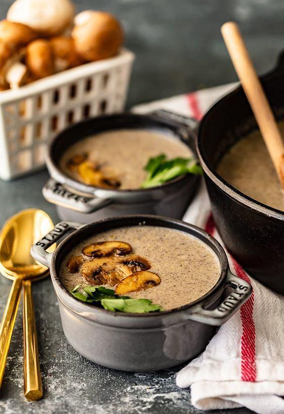 Zupa-krem z pieczarek  to doskonały pomysł na zimowy obiad.