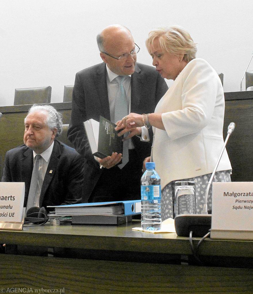 Prof. Andrzej Rzepliński, prezes Sądu Najwyższego Małgorzata Gersdorf i prof. Koen Lenaerts
