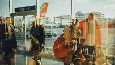 Podróżowanie samolotem: gdzie szukać tanich lotów  oraz jak przetrwać nawet długą podróż