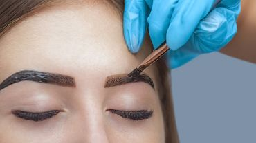 Henna na brwi w domu? Trzy triki, które wzmocnią i przedłużą efekt koloryzacji