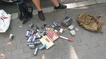 Materiały pirotechniczne przejęte przez policję podczas marszu medyków.