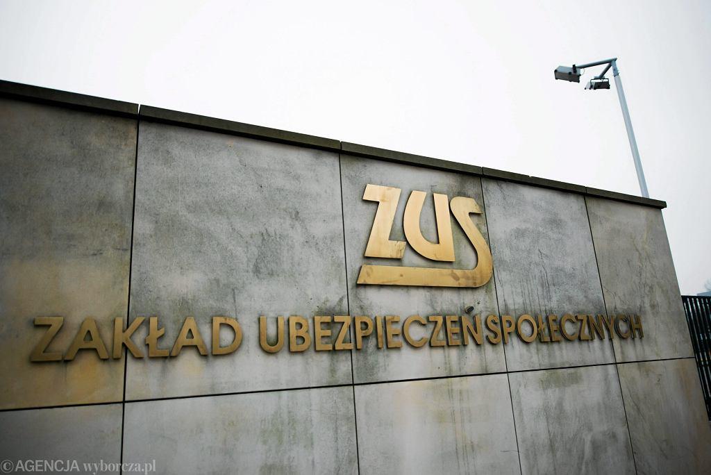 .Siedziba ZUS przy ulicy Szamockiej w Warszawie