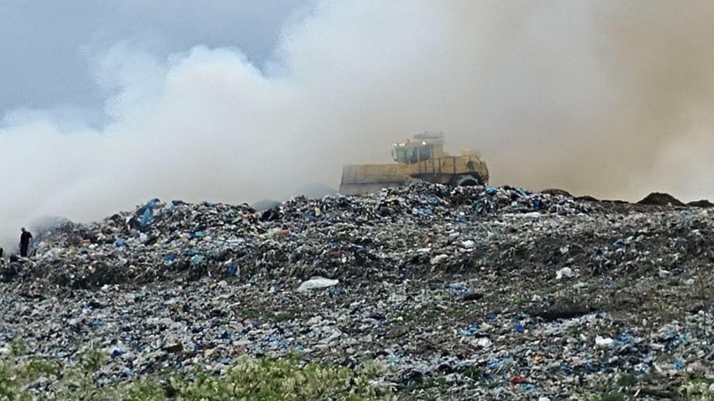 Pożar wysypiska śmieci w Radomiu