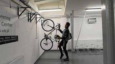 Warszawa, rowerownia w Instytucie Lotnictwa