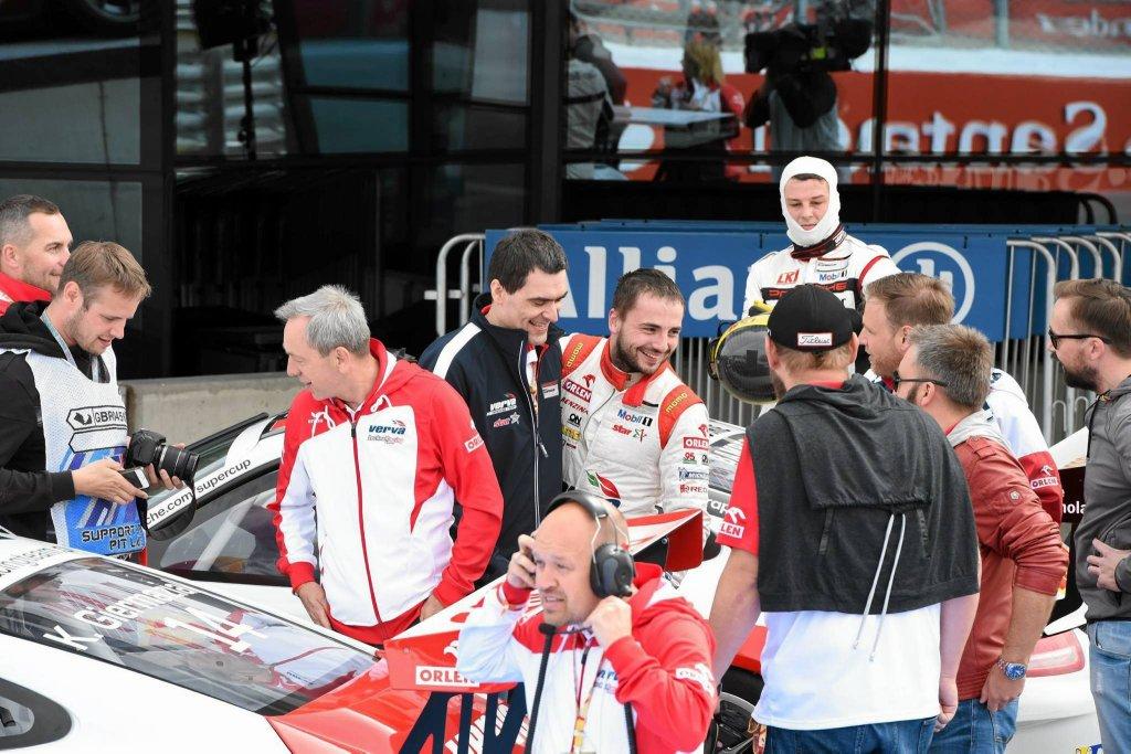 Ostatni wyścig w Wielkiej Brytanii zakończył się dla Kuby Giermaziaka bardzo pomyślnie. Dzięki zdobyciu drugiego miejsca na Silverstone - kierowca utrzymał prowadzenie w klasyfikacji generalnej