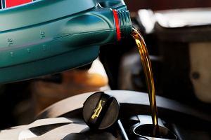 Pamiętasz, kiedy ostatnio wymieniłeś olej? Nie, to czym prędzej zajrzyj do książki
