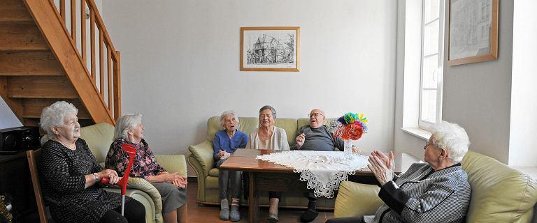Seniorzy ofiarami wyzysku. Liczą na dożywotnią rentę, a dostają nic