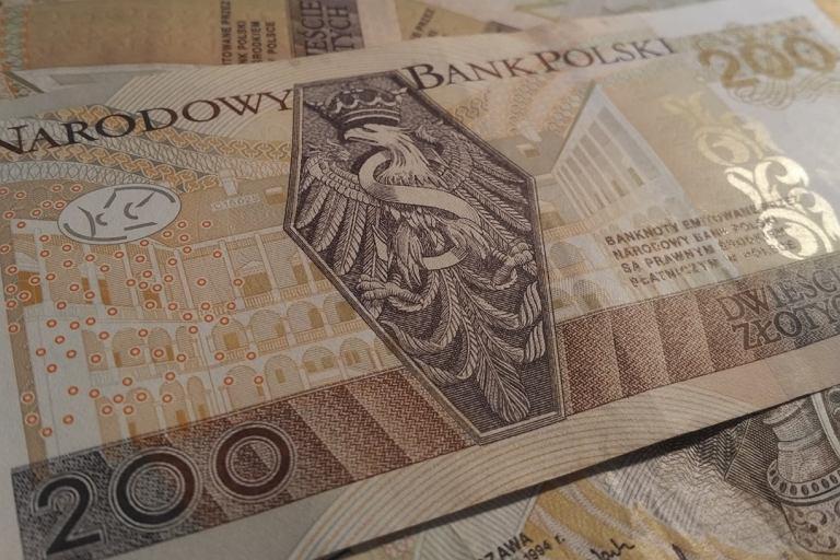 Dlaczego orzeł leży w trumnie na banknocie 200 zł? Wszyscy kombinują, a odpowiedź od lat jest w Krakowie