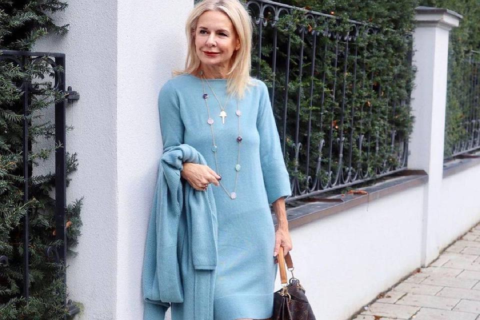 Te sukienki z wyprzedaży to idealne modele dla 50-tek!
