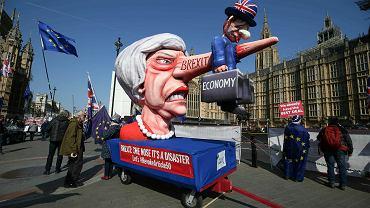 1.04.2019, protest przeciwników Brexitu przed budynkiem Parlamentu w Londynie.