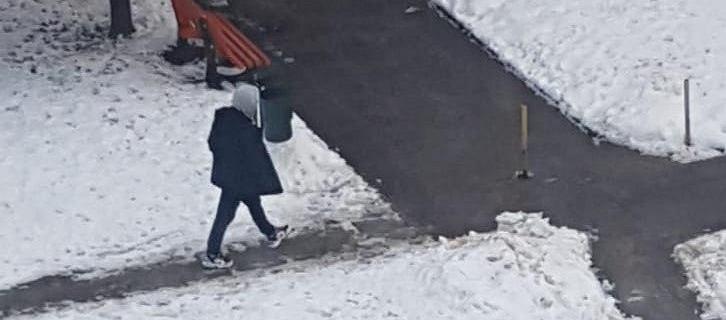 Łódź. Zabójstwo na placu zabaw. Policja publikuje zdjęcia potencjalnego podejrzanego