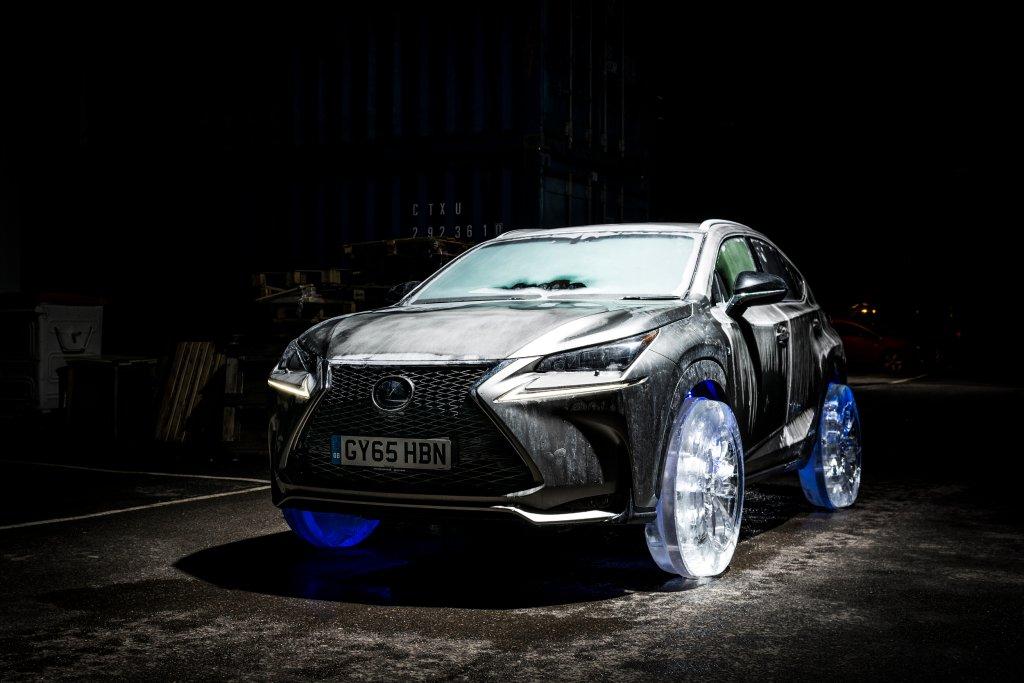 Lexus NX na lodowych kołach