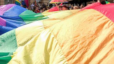 Ambasada USA potępia ataki na osoby LGBT.