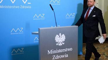 """Koronawirus. Szumowski apeluje, by nie wykupywać leków na zapas na miesiące. """"Ja nie kupiłem"""""""