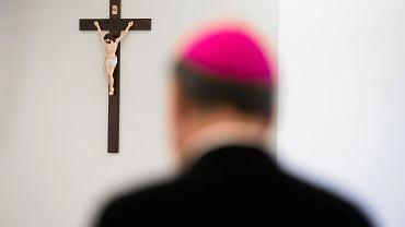 Sondaż. Polacy za dymisją Episkopatu po aferach pedofilskich