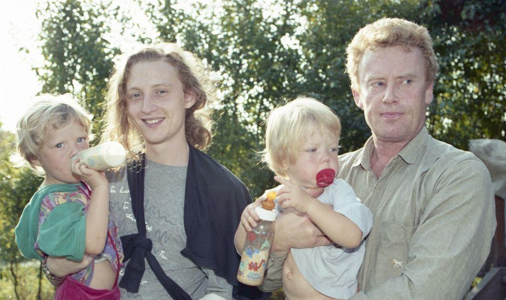 Daniel Olbrychski z synem i wnukami w latach 90.