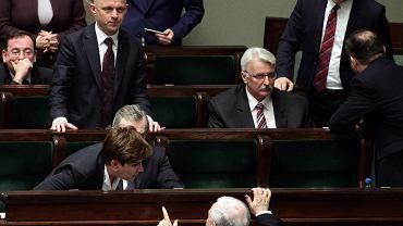 Premier Beata Szydło, Piotr Gliński i Jarosław Kaczyński w Sejmie podczas debaty nad ustawą o prokuraturze