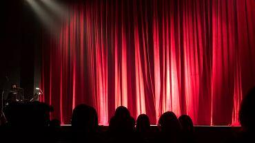 'Zdejmiesz stanik albo wyrzucę cię z uczelni'. Aktorka oskarża łódzką filmówkę o przemoc fizyczną i psychiczną