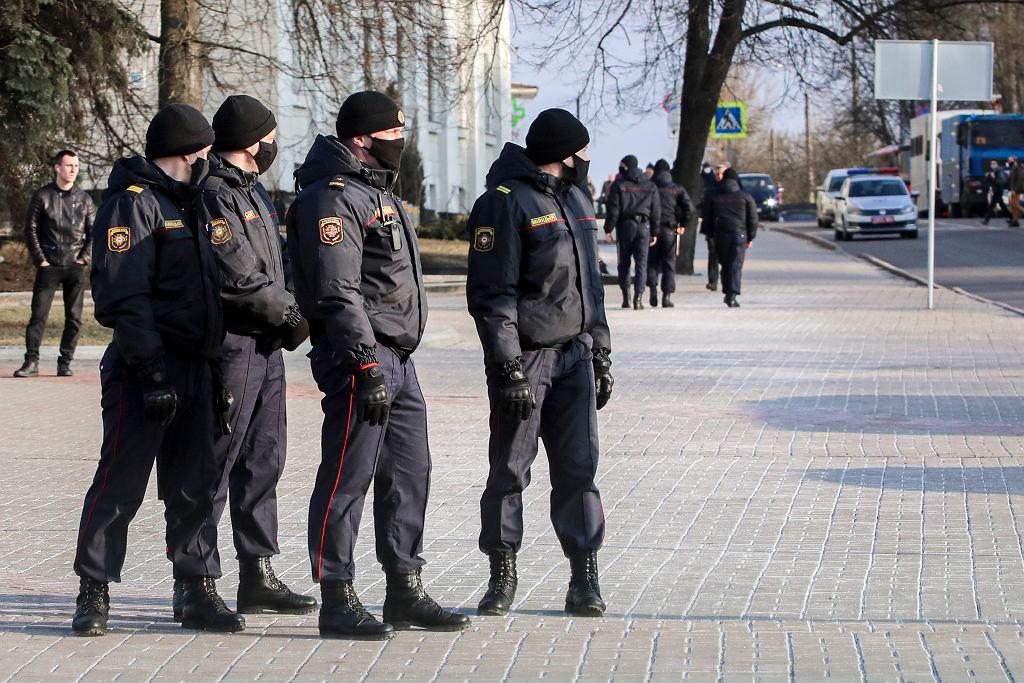 Milicjanci na ulicy Mińska, 25 marca 2021 r.