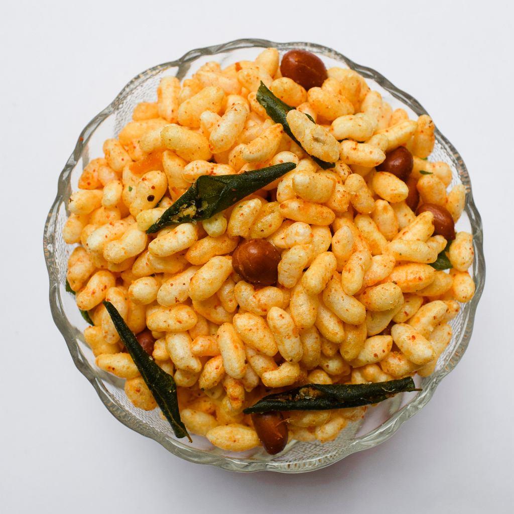 Smażony ryż preparowany i orzeszki