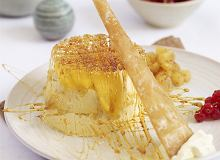Creme Brulée z mango, ciastem filo, ananasem i różowym pieprzem - ugotuj