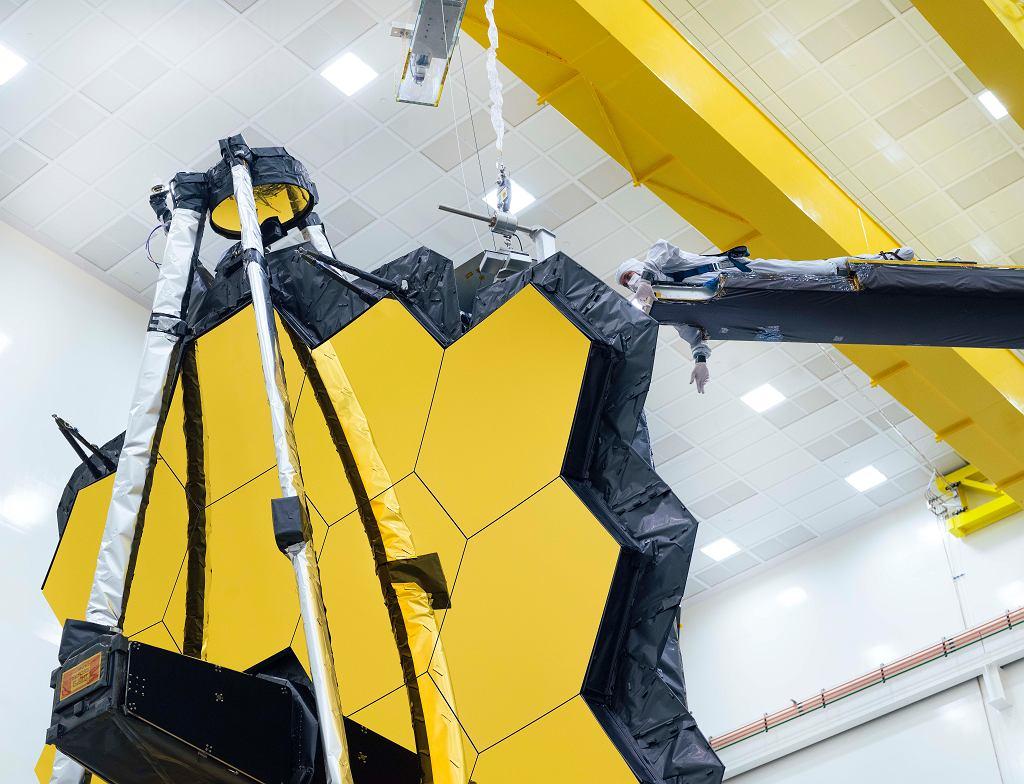 Zwierciadło Teleskopu Jamesa Webba podczas testów
