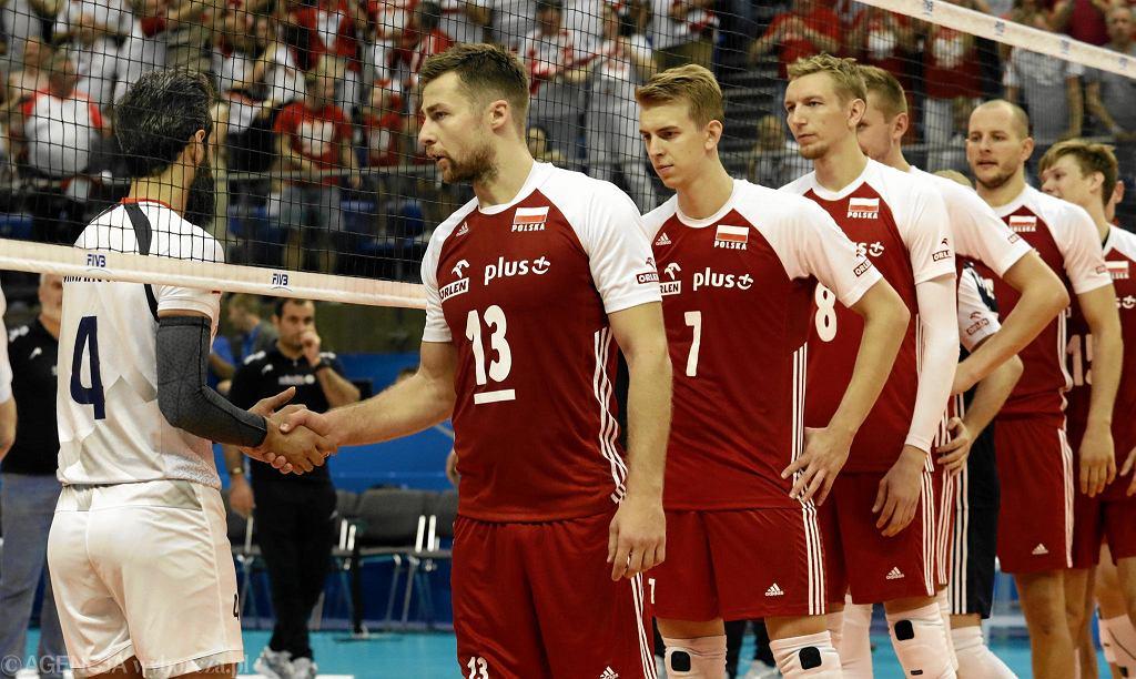 Michał Kubiak (2l), Artur Szalpuk (3l) i Bartosz Kurek podczas meczu Polska - Iran. Mistrzostwa Świata w Piłce Siatkowej Mężczyzn 2018, Bułgaria, Warna, 17 września 2018