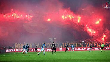 Kibice odpalili race podczas meczu polfinalowego Pucharu Polski