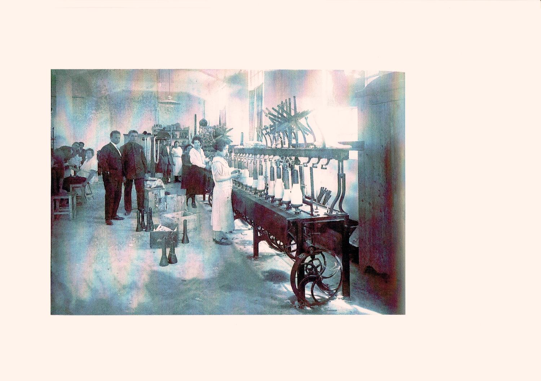 W latach 20. w Tel Awiwie rozpoczęła działalność pierwsza fabryka skarpetek i swetrów, założona przez sześcioro łódzkich fabrykantów, którzy nazywali ją Lodzija. Fotografia z archiwum rodzinnego Sary Guter-Davidson.