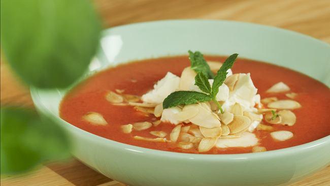 Gazpacho arbuzowo pomidorowe z fetą i migdałami