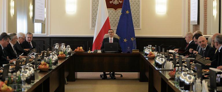 """Rekonstrukcja rządu. """"WP"""": Sasin pozostanie w rządzie mimo krytyki. Awans Błaszczaka"""