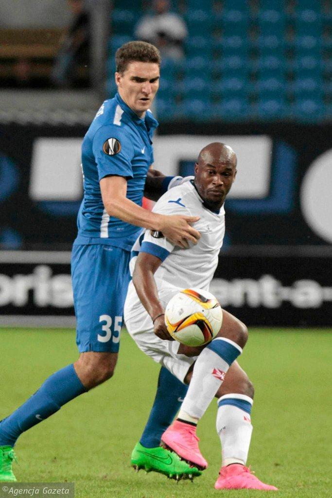 Lech Poznań - Belenenses 0:0. Marcin Kamiński (z lewej) i Luis Leal