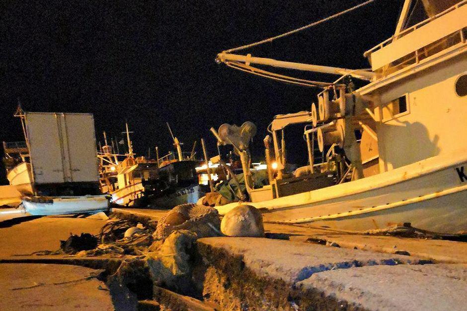 Zniszczenia po trzęsieniu ziemi w porcie na wyspie Zakintos