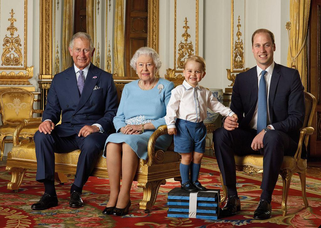 Książę Karol, królowa Elżbieta II, książę George i książę William
