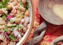 Sałatka majonezowa z tuńczykiem i fasolą - ugotuj