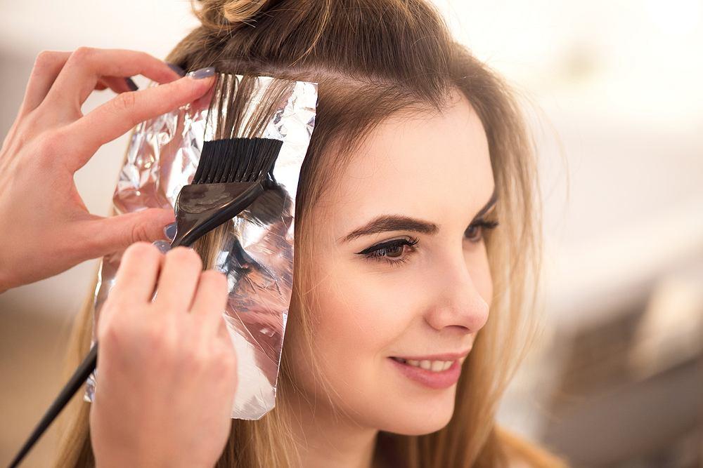 Jak dbać o włosy farbowane, żeby długo zachowały kolor i się nie niszczyły?