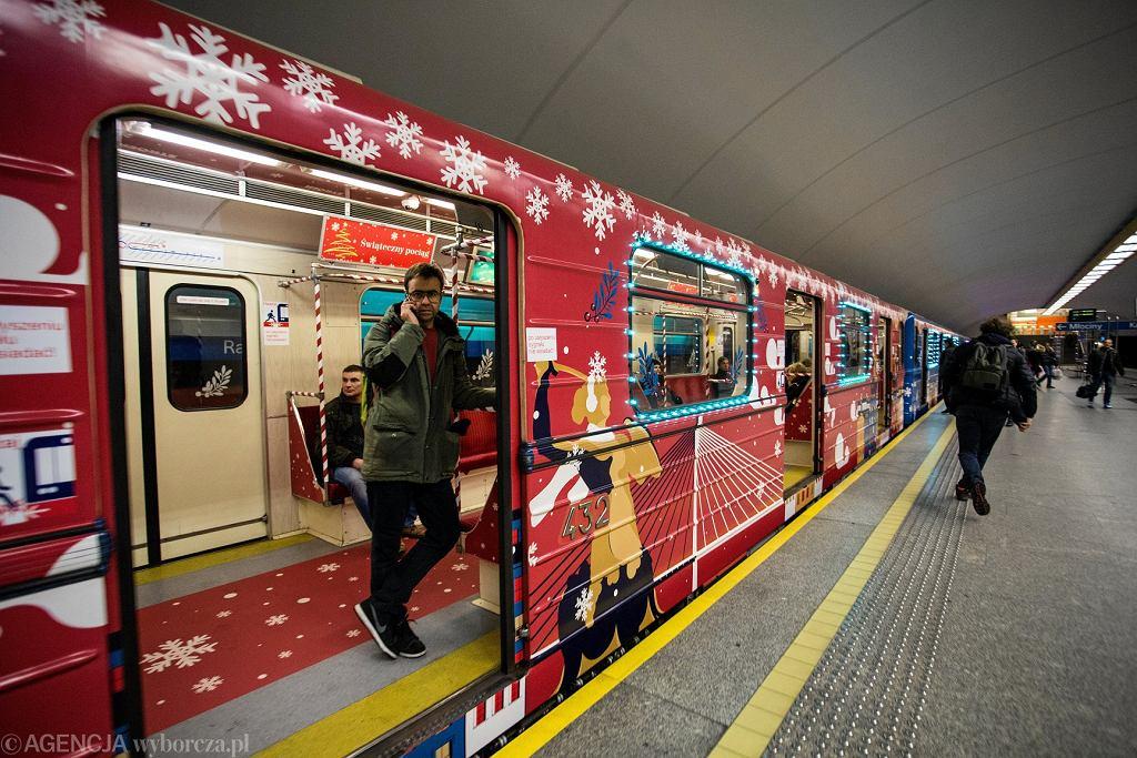 Świąteczne metro znów przejedzie przez Warszawę