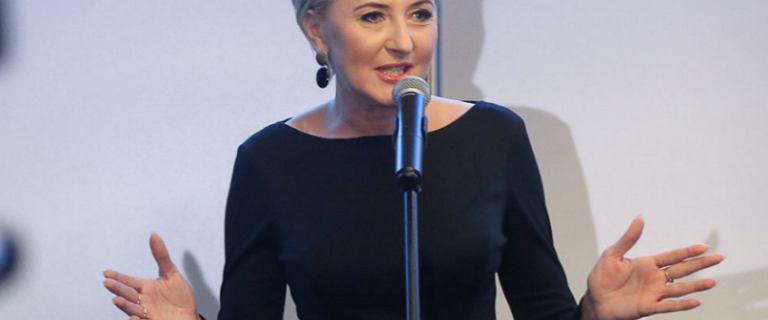 Agata Duda w spódnicy za 199 zł. To hit tego sezonu