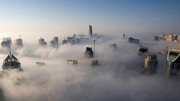 Mgła nad mariną w Dubaju