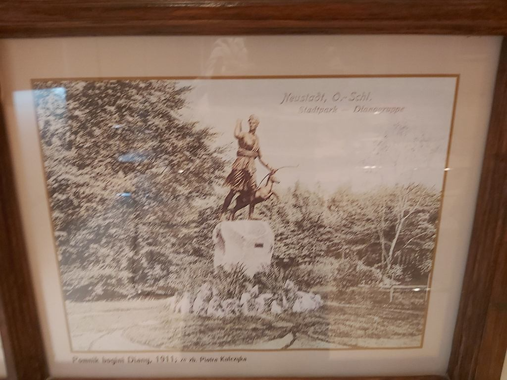 Rzeźba Diany, którą sfinansowali Fränklowie