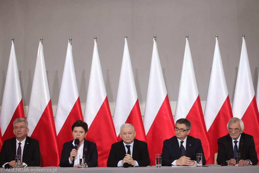 Konferencja prasowa prezesa PiS, premier i marszałków