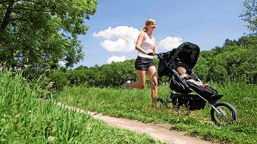 Z wózkiem nie tylko można biegać. W czasie, gdy maluch smacznie śpi, można robić ćwiczenia oddechowe, rozciągające, ćwiczenia na uda, pośladki, ramiona i wiele innych.