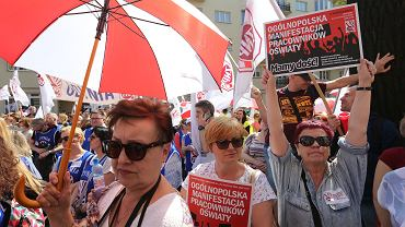 Protest nauczycieli w Al. Szucha w Warszawie