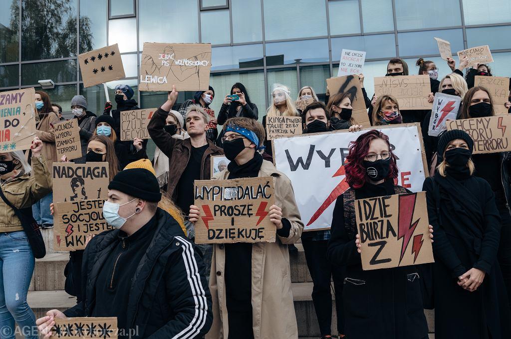 28.10.2020 r., Gdańsk , ul. Wita Stwosza. Manifestacja studentów i pracowników Uniwersytetu Gdańskiego w ramach Ogólnopolskiego Strajku Kobiet