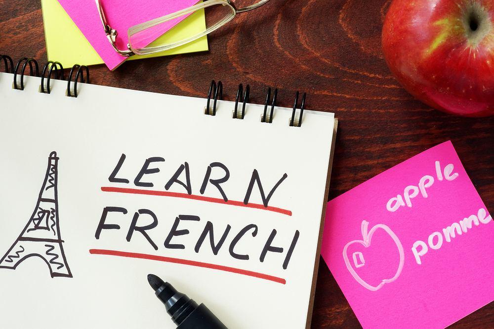 Zwroty po francusku przydarzą się na zagranicznych wakacjach w kilku krajach. Zdjęcie ilustracyjne