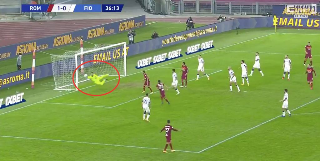 Bartłomiej Drągowski, interwencja w meczu AS Roma - AC Fiorentina (Serie A). Źródło: ElevenSports (Twitter)